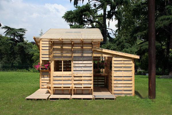 Una casa que se construye con palets