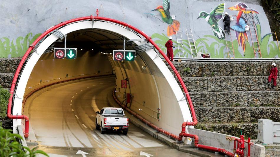 ¿Por qué tardó 10 años en construirse el Túnel de la Línea en Colombia?